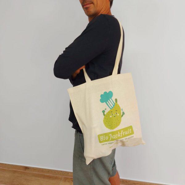 hombre con imagen bolsa de tela jackfruit