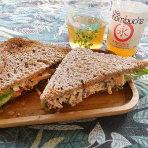 ingredientes preparando receta No atún Sándwich con Jackfruit con Bio Kombucha